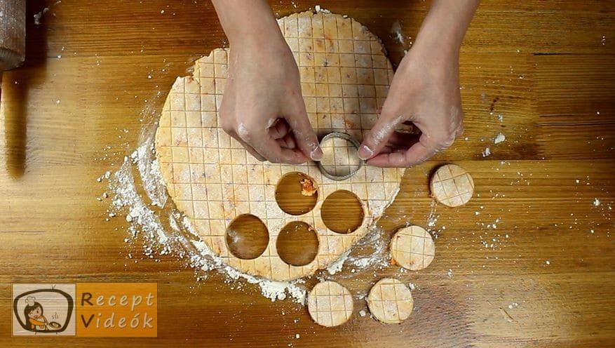 Kolbászos mini pogácsa recept, Kolbászos mini pogácsa elkészítése 6. lépés